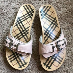 Elegant and cozy Burberry sandals